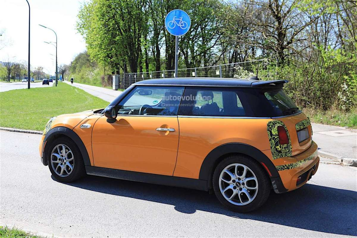 Mini Cooper 2018 foto spia laterale