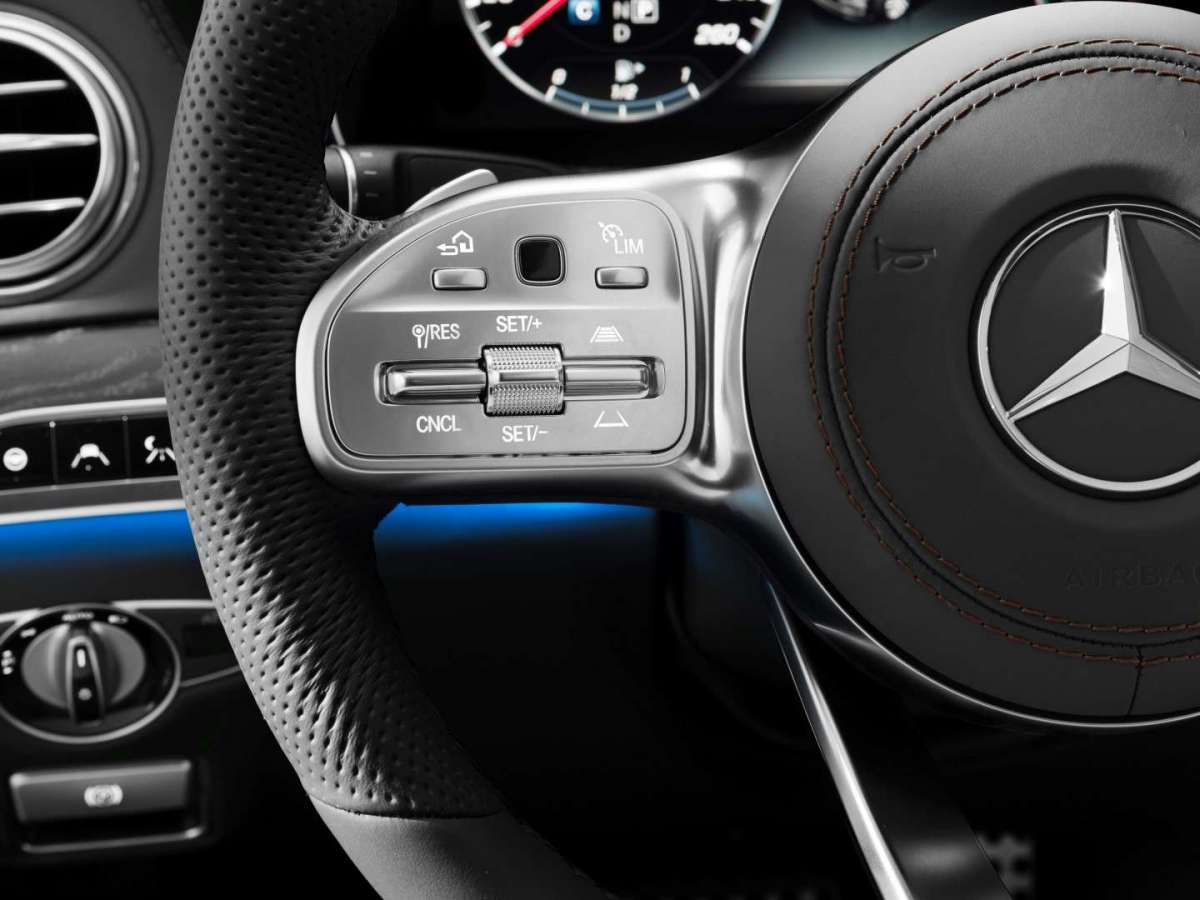 Volante touchpad di Mercedes Classe S restyling 2017