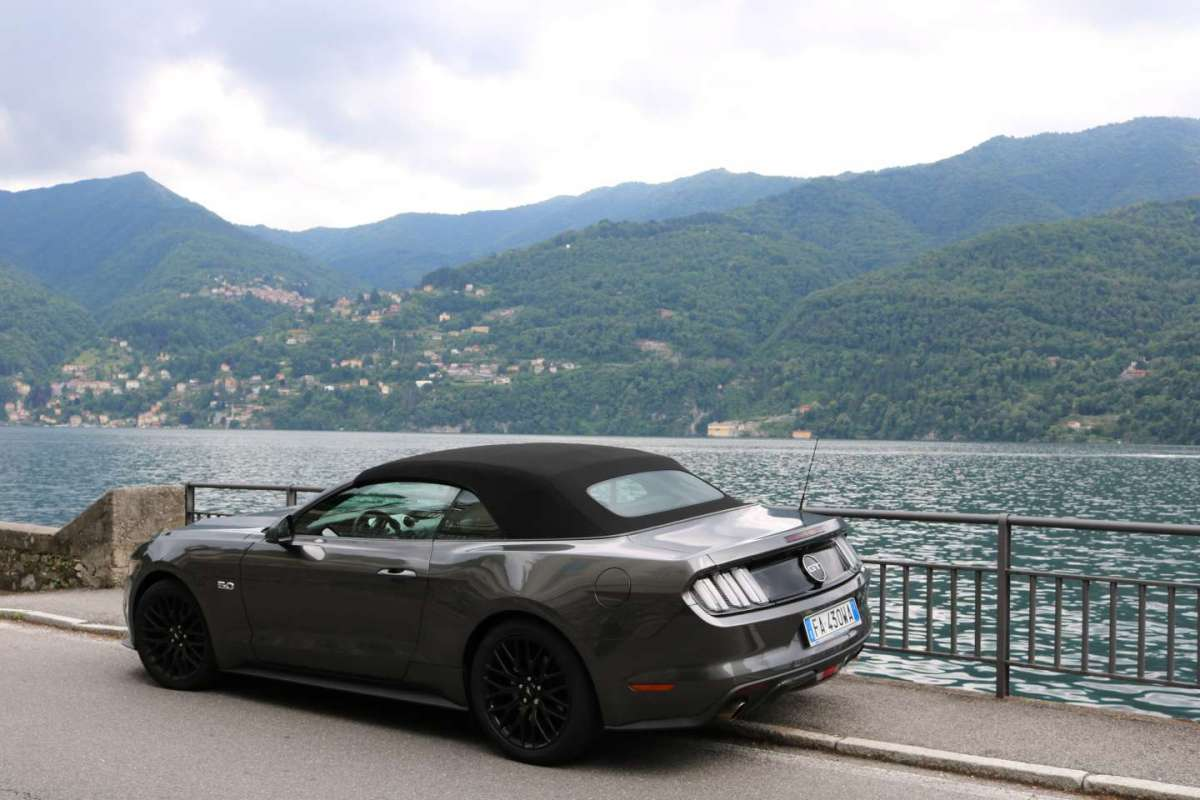 Ford Mustang posteriore