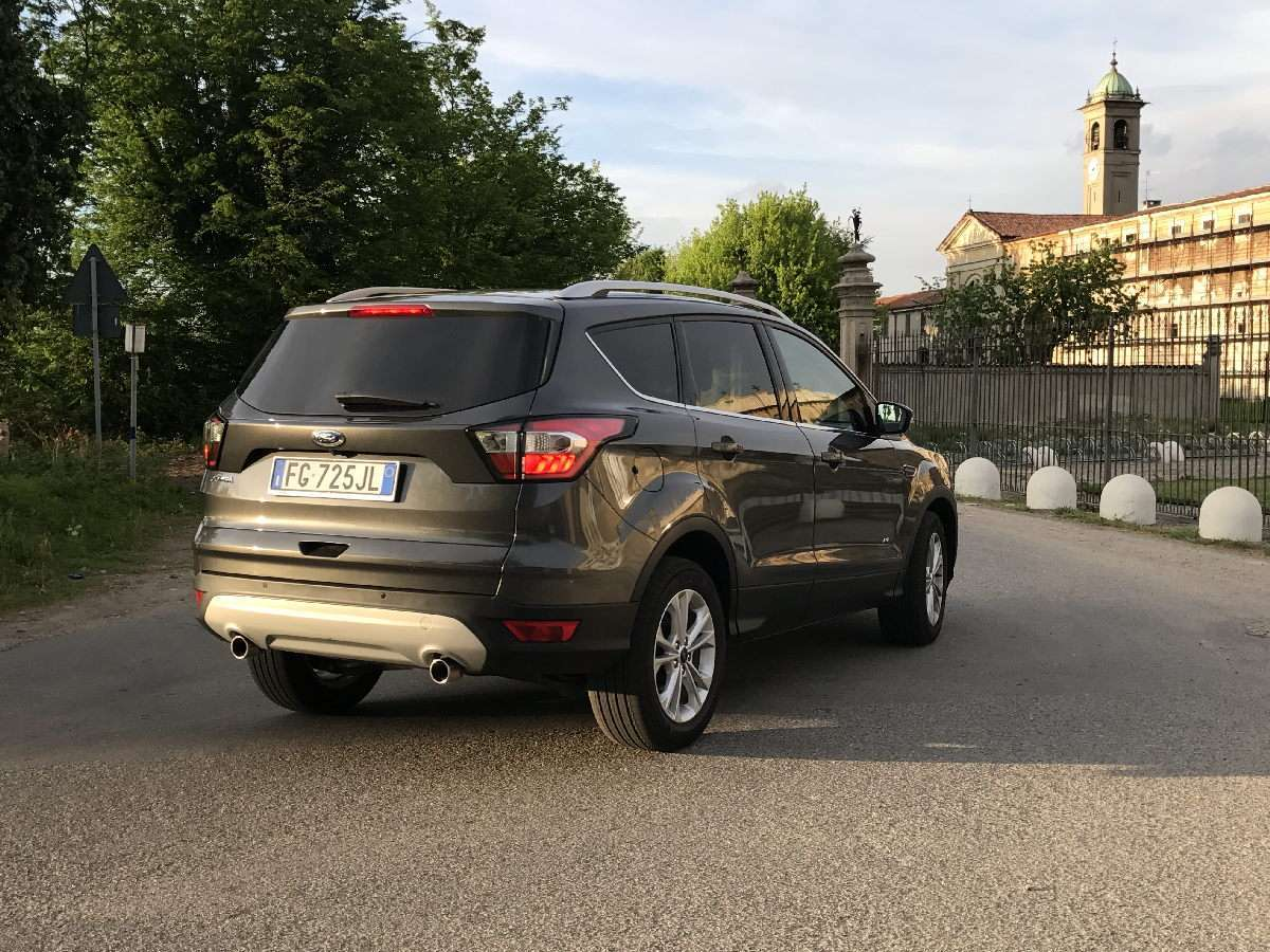 Ford Kuga 2017 posteriore laterale
