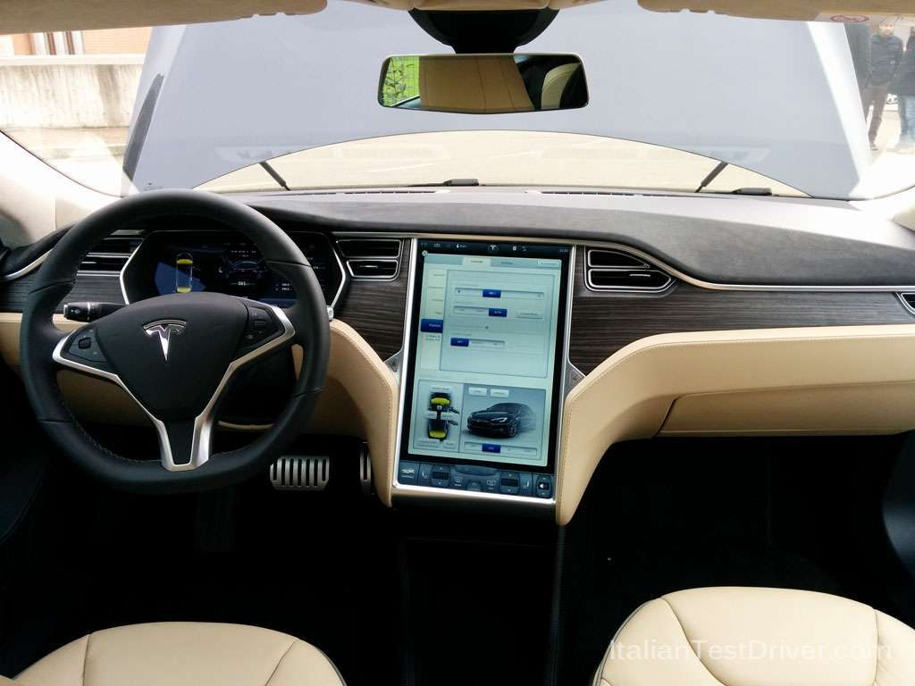 Tesla Model S interni