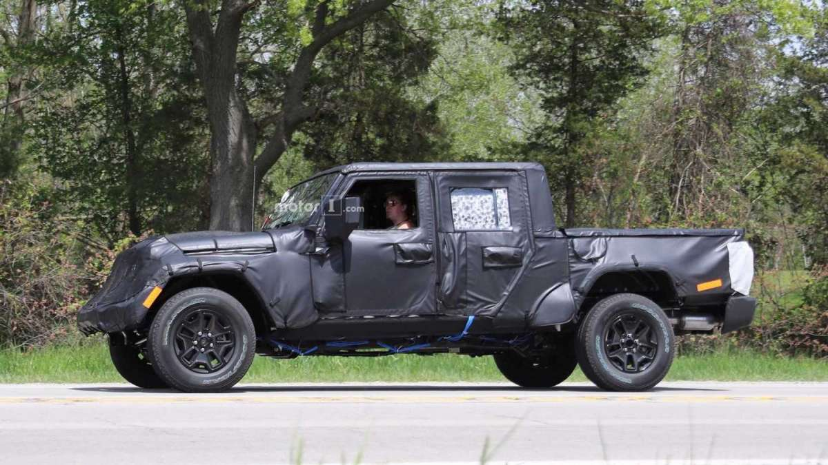 Jeep Wrangler pickup spy
