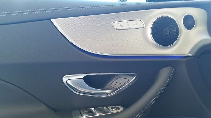 Mercedes Classe E Coupé 2017 interno porta