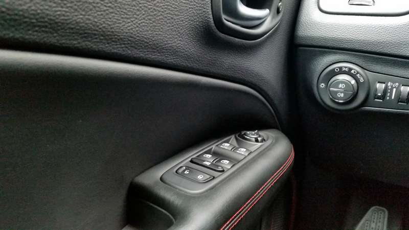 Jeep Compass interno porta