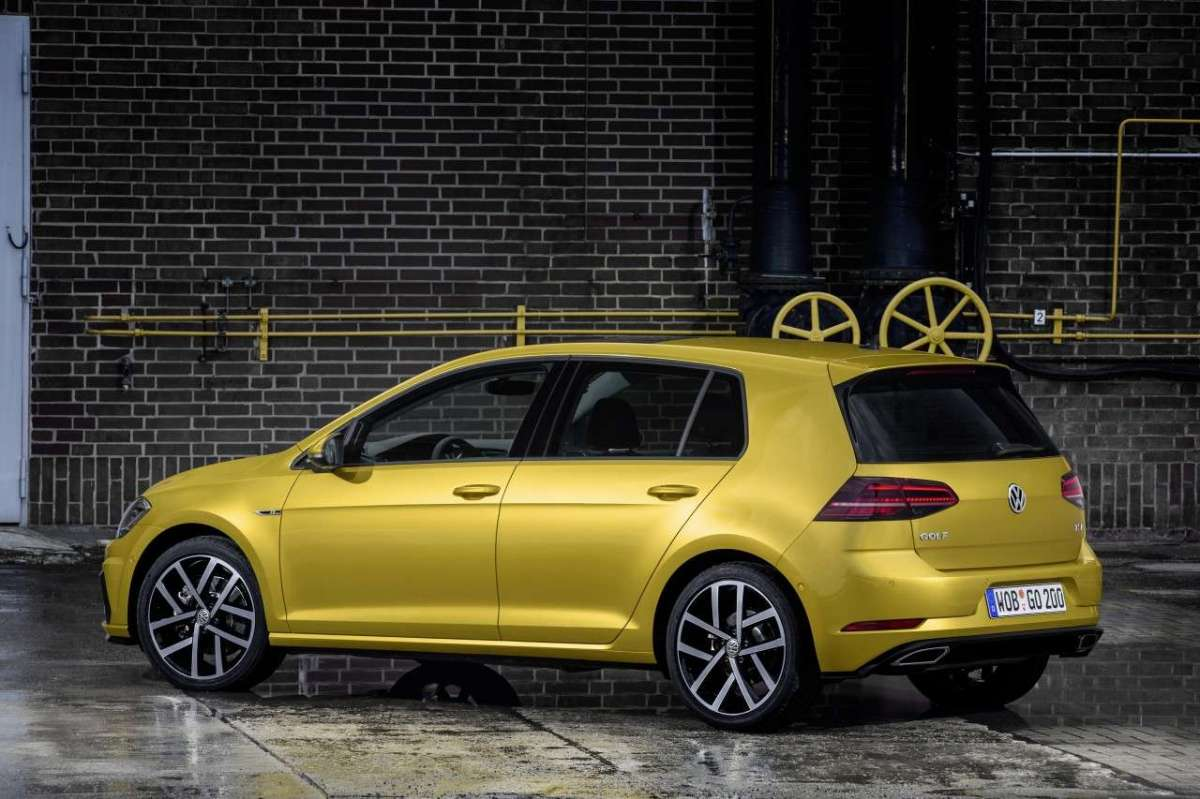 Golf 7 restyling 2017 di lato