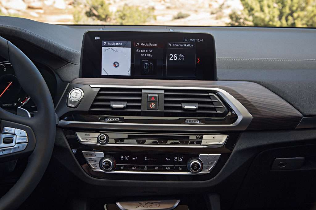 BMW X3 xDrive30d 2018 infotainment