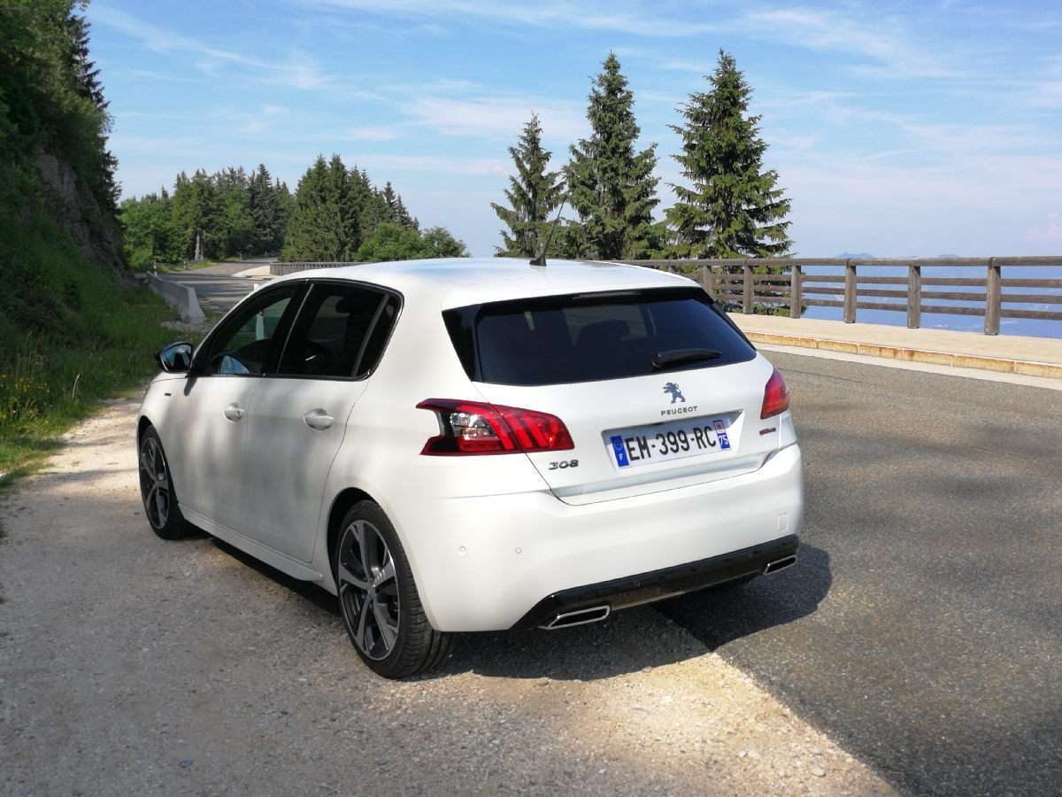 Peugeot 308 2017 laterale posteriore