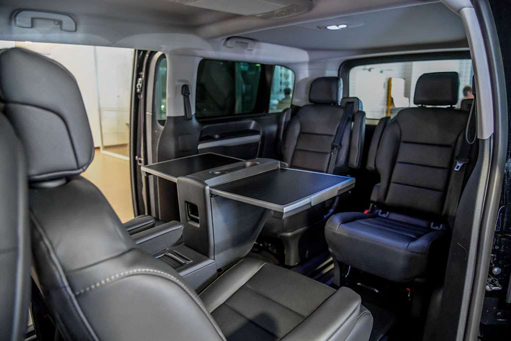 Peugeot Traveller 2017 interni