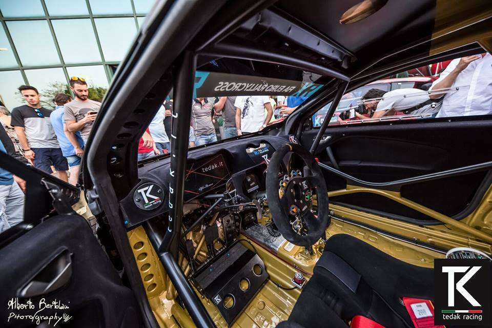 Interno dell'Alfa Romeo da rally