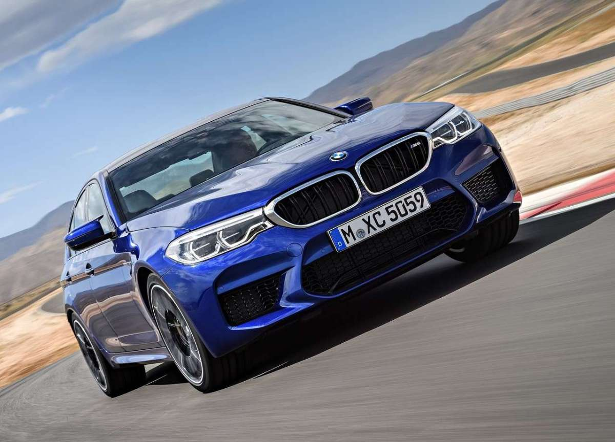 BMW M5, frontale grintoso