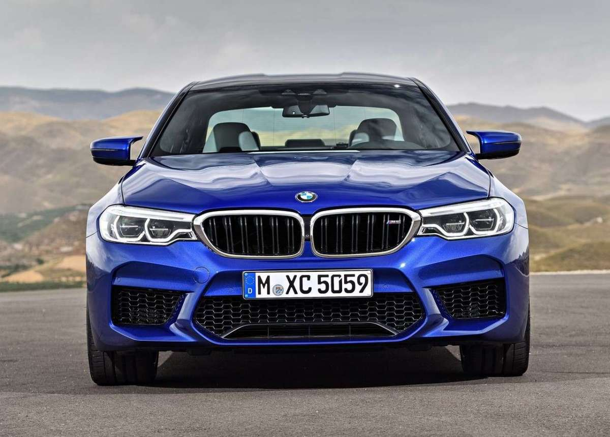 BMW M5, frontale muscoloso