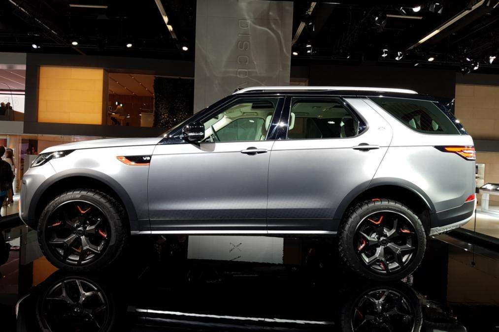 Land Rover Discovery SVX laterale dal vivo