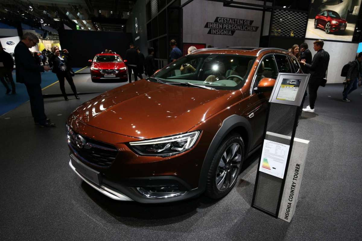 Insignia Country Tourer marrone al Salone di Francoforte 2017