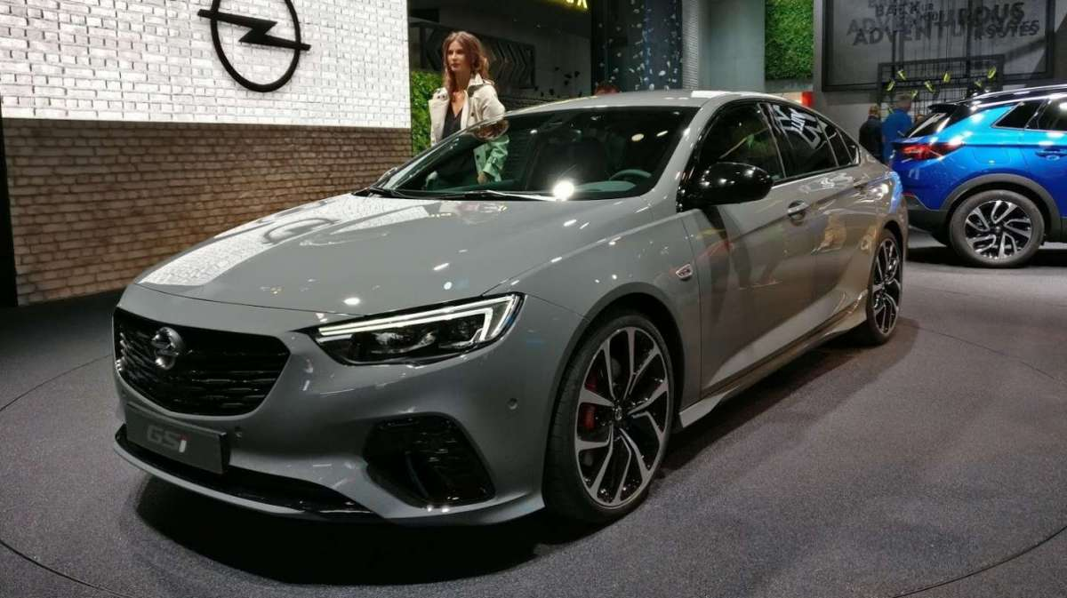 Laterale anteriore dell'Insignia Grand Sports GSi al Salone di Francoforte 2017