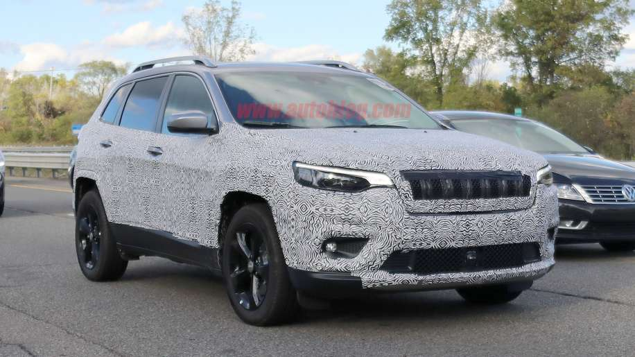 Nuova Jeep Cherokee 2018 restyling, foto spia