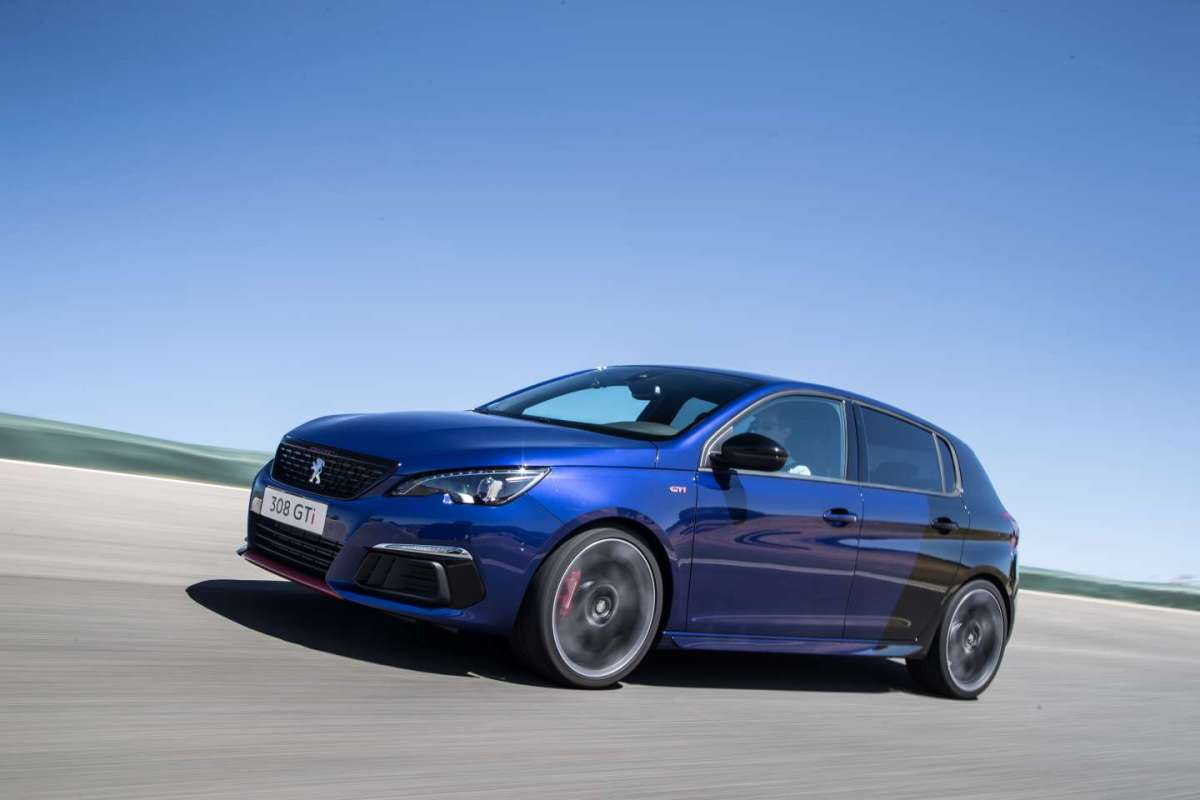 308 GTi by Peugeot Sport restyling 2017 bicolor