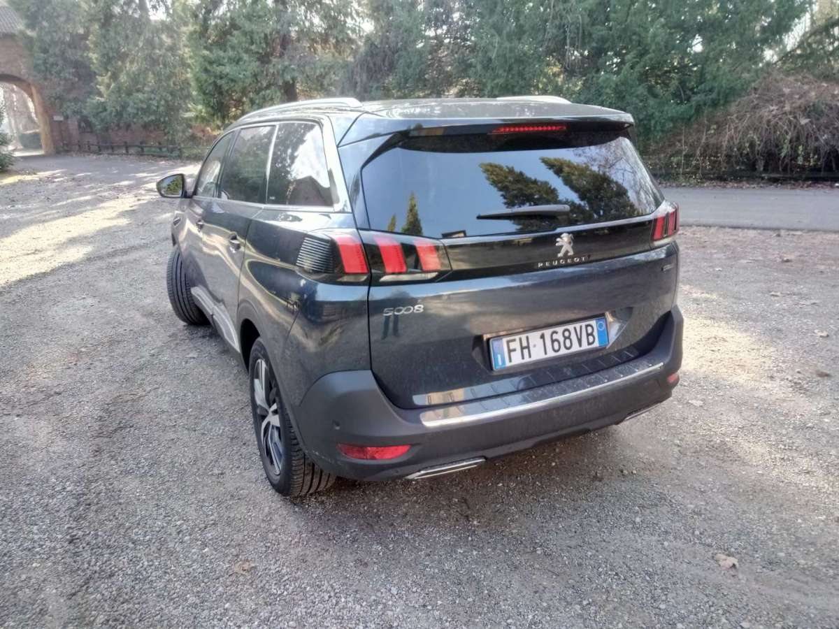 Peugeot 5008 GT-Line 2018 laterale posteriore