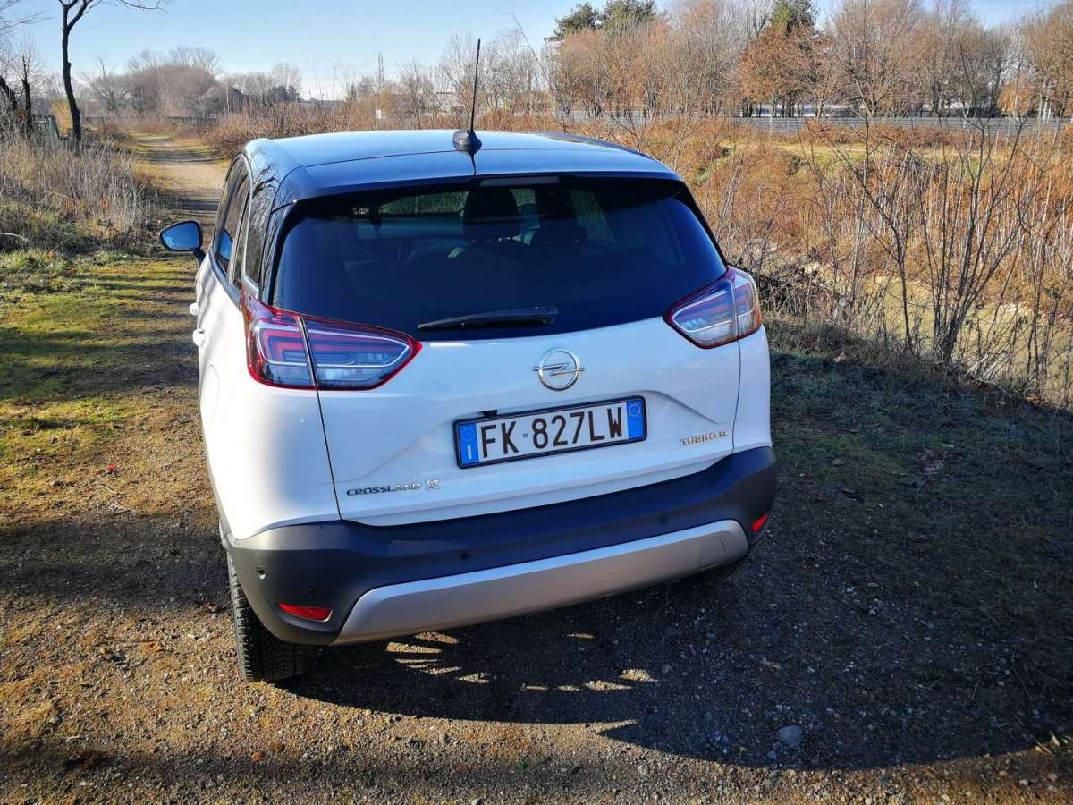 Opel Crossland X 2018 retro