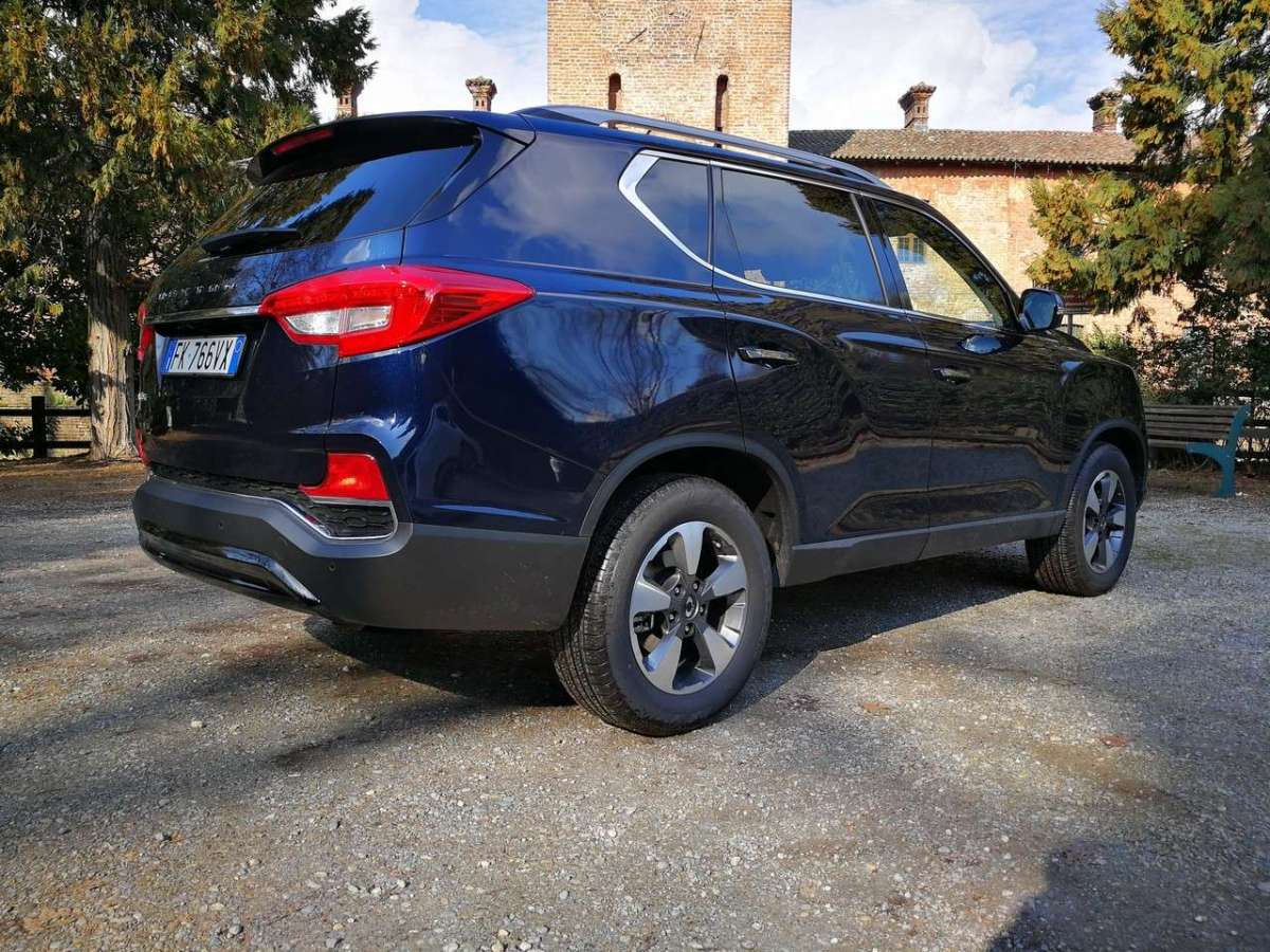 Ssangyong Rexton 2018 laterale posteriore