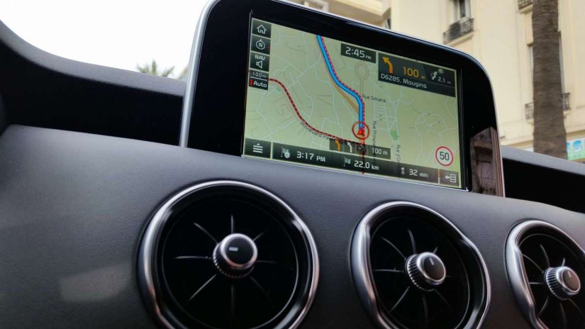 Display infotainmant nuova Kia Stinger GT