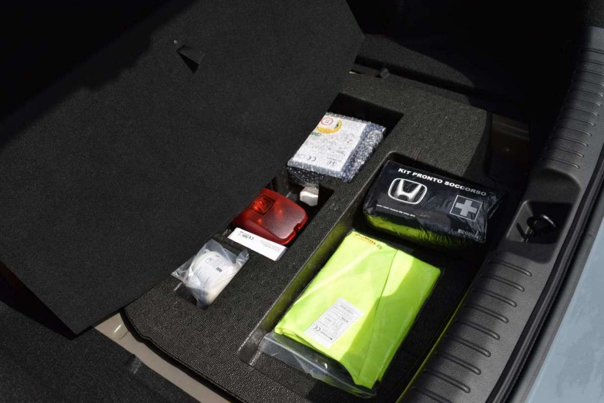 Honda Civic Type R kit riparazione gomme