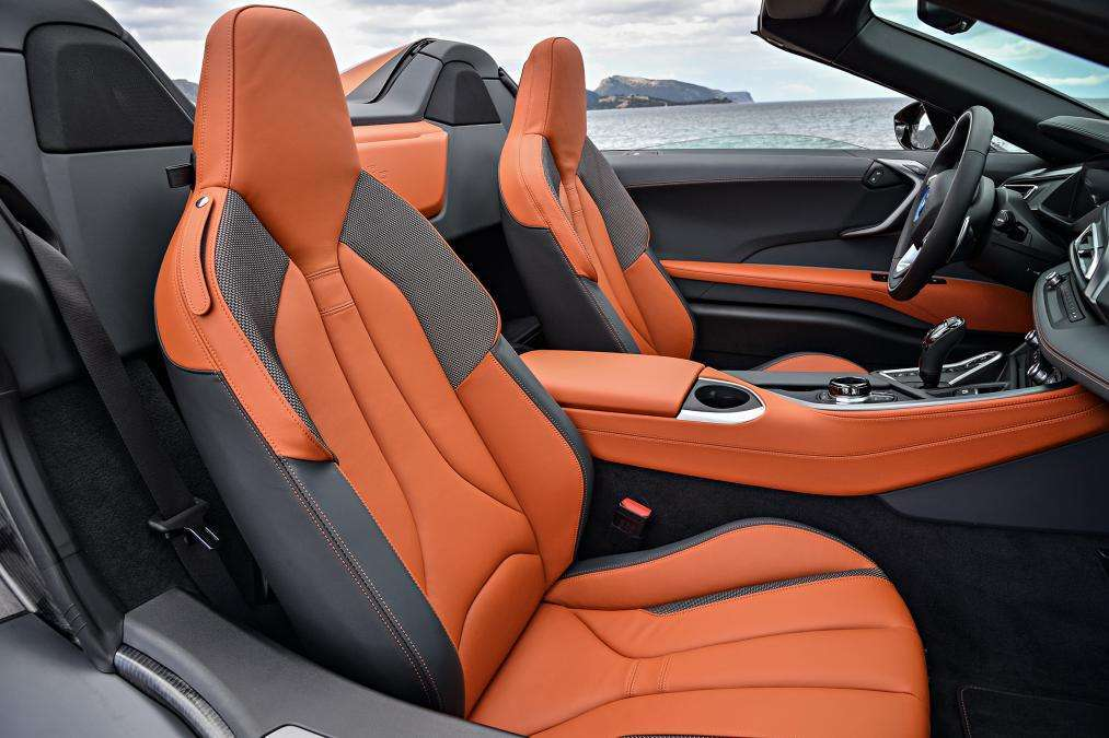 BMW i8 Roadster 2019 abitacolo