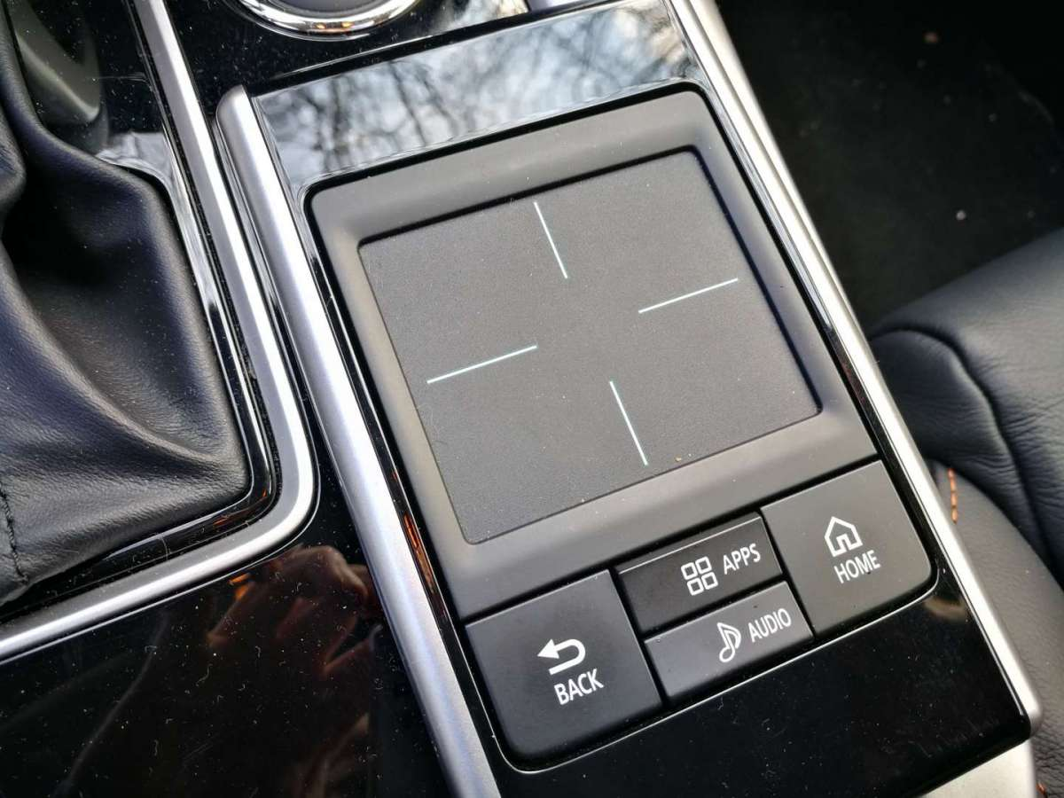 Mitsubishi Eclipse Cross trackpad