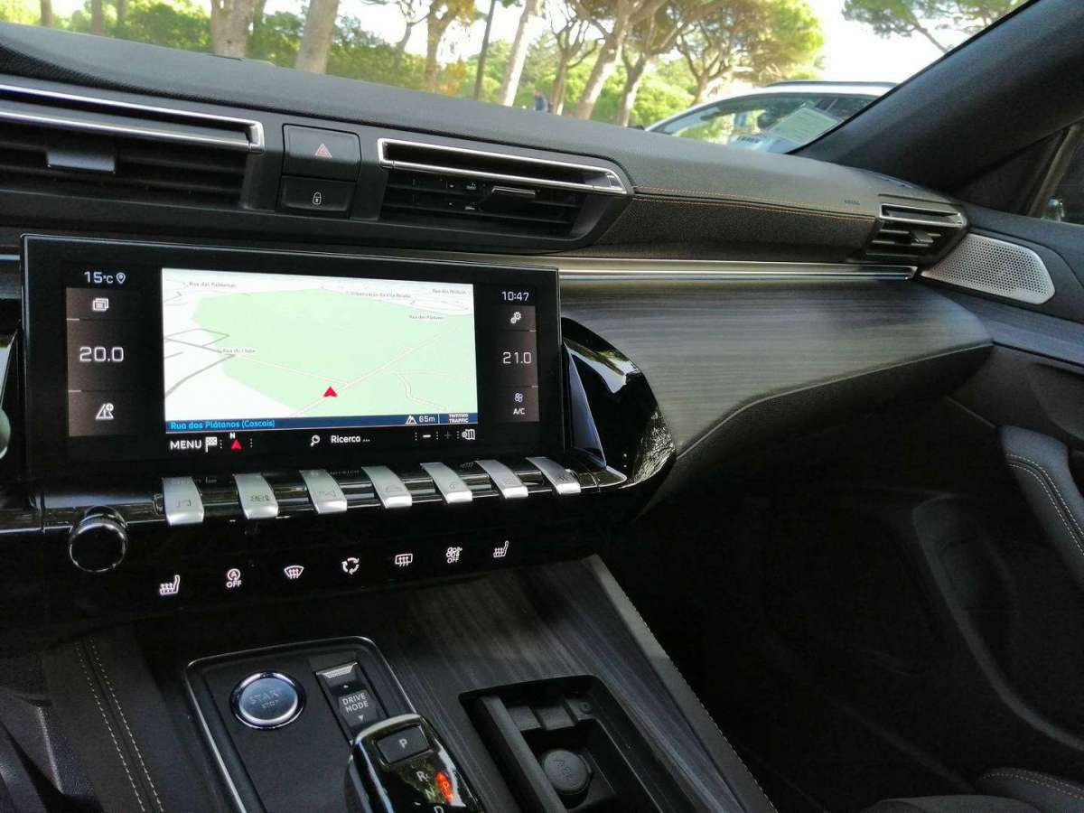 Peugeot 508 Station Wagon display infotainment