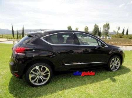 Citroen DS4 nera - laterale