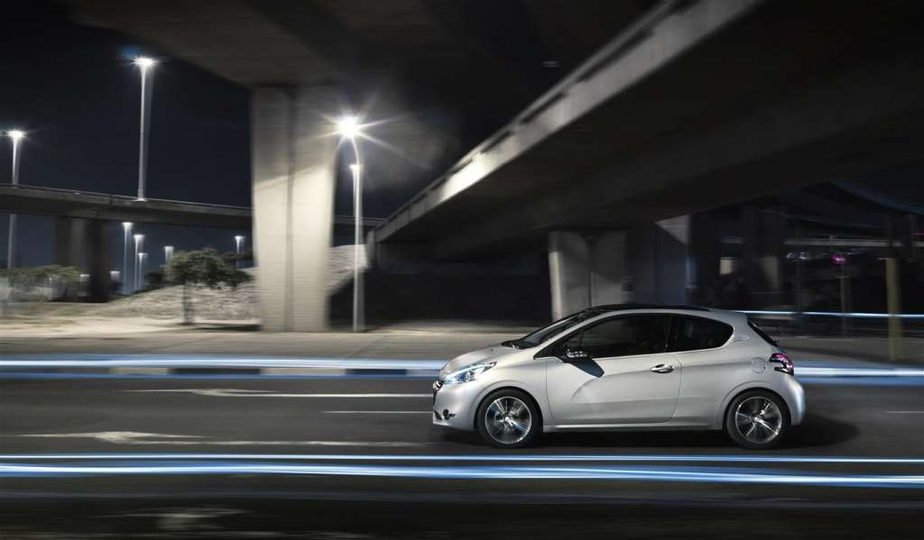 peugeot 208 2012 - laterale