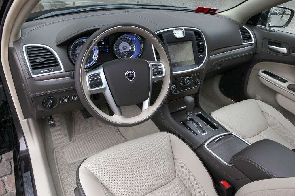 Lancia Thema 2012 - interni