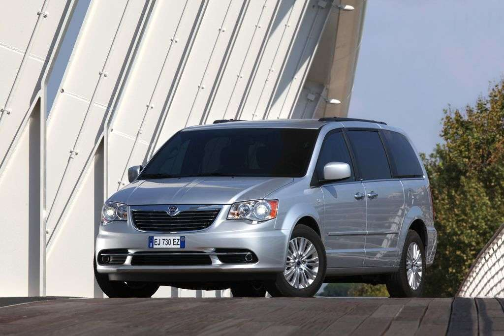 lancia voyager 2012 - frontale