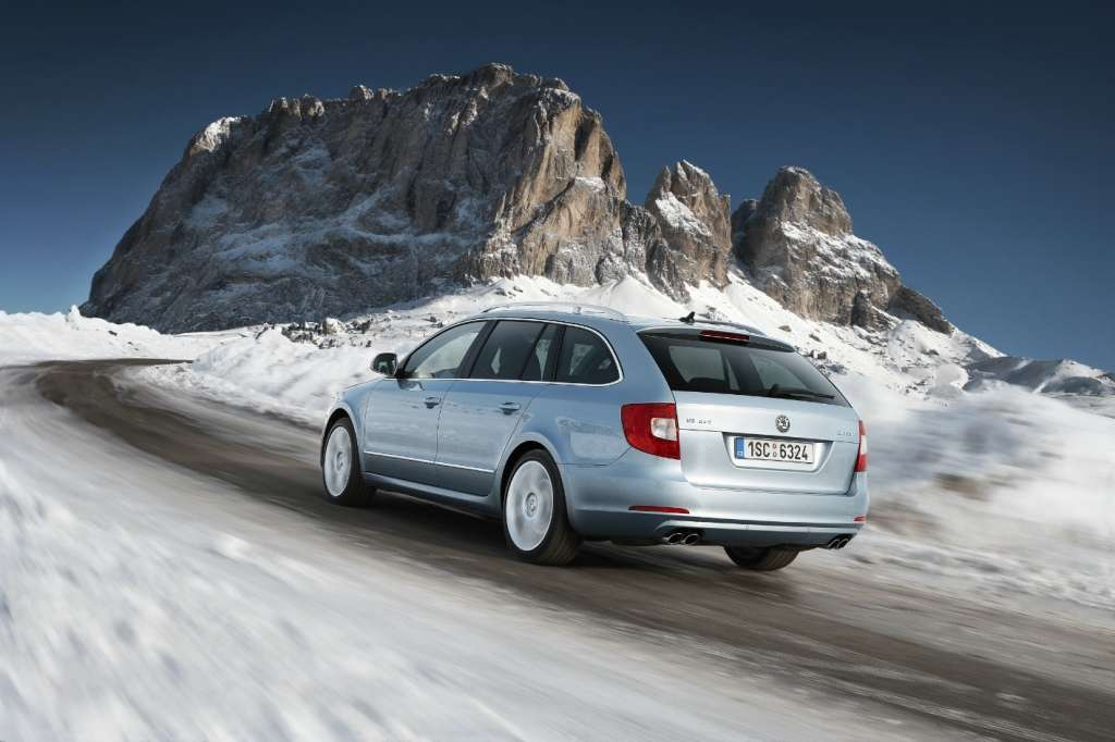 skoda superb wagon - posteriore