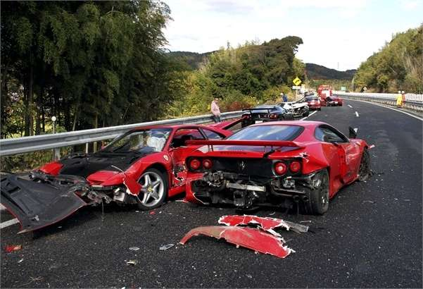 Incidente tra supercar in Giappone