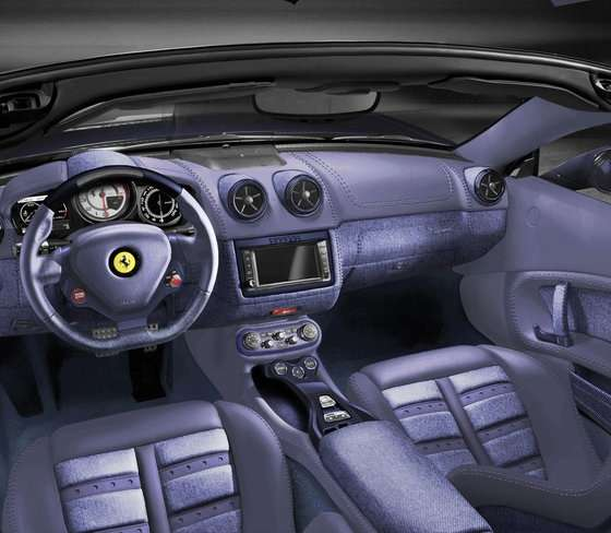 Ferrari Tailor-Made, interni Alcantara blu