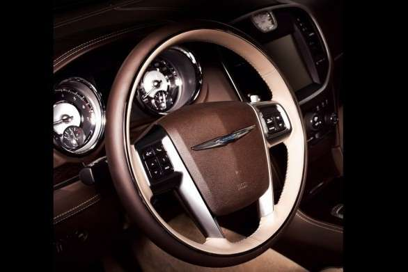 Volante della Chrysler 300 Luxury Series