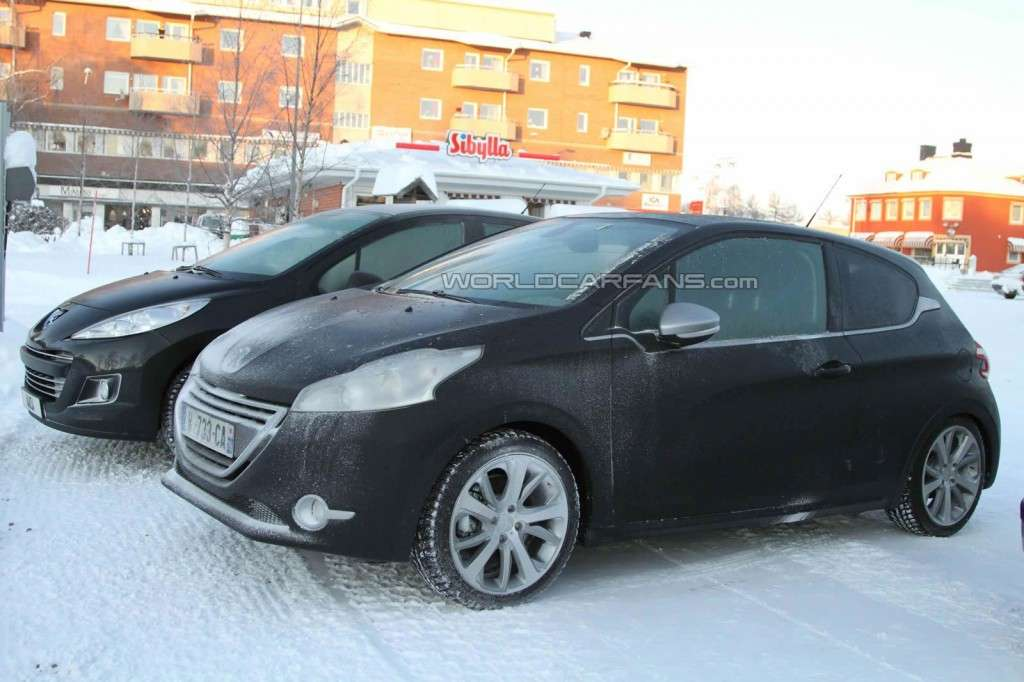 Peugeot 208 GTI, laterale