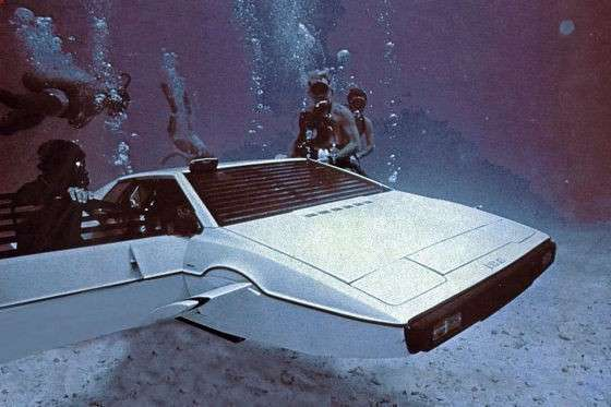 Lotus Esprit S1 James Bond, una scena del film