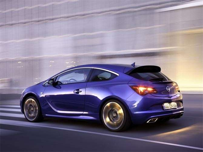 Opel Astra OPC, laterale