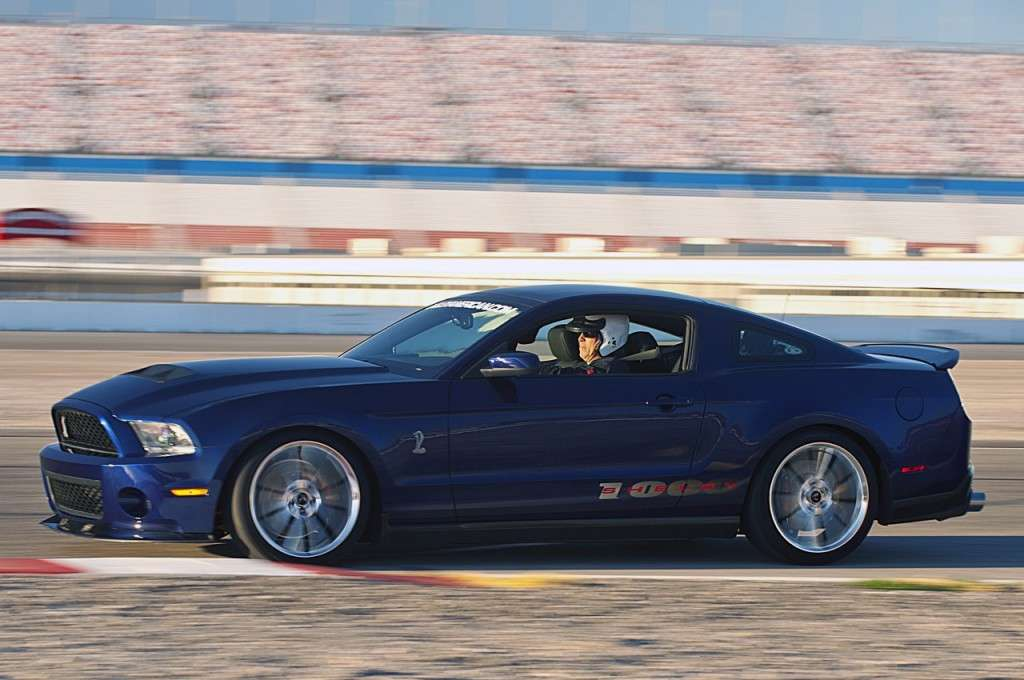 Ford Mustang Shelby 1000, su circuito
