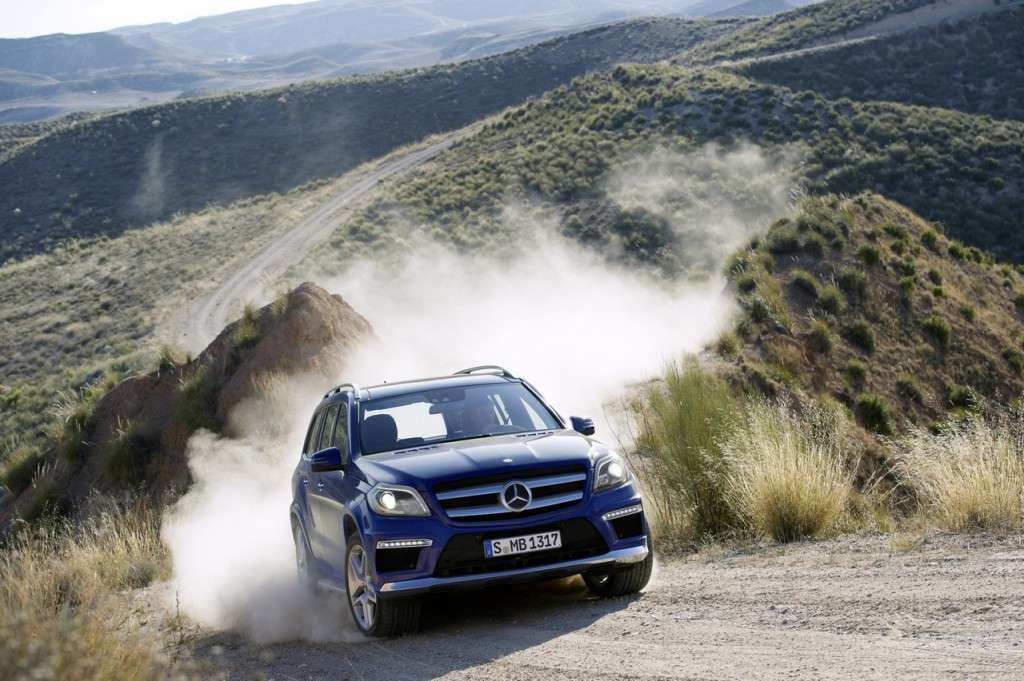 Mercedes-Benz GL 2012 in offroad