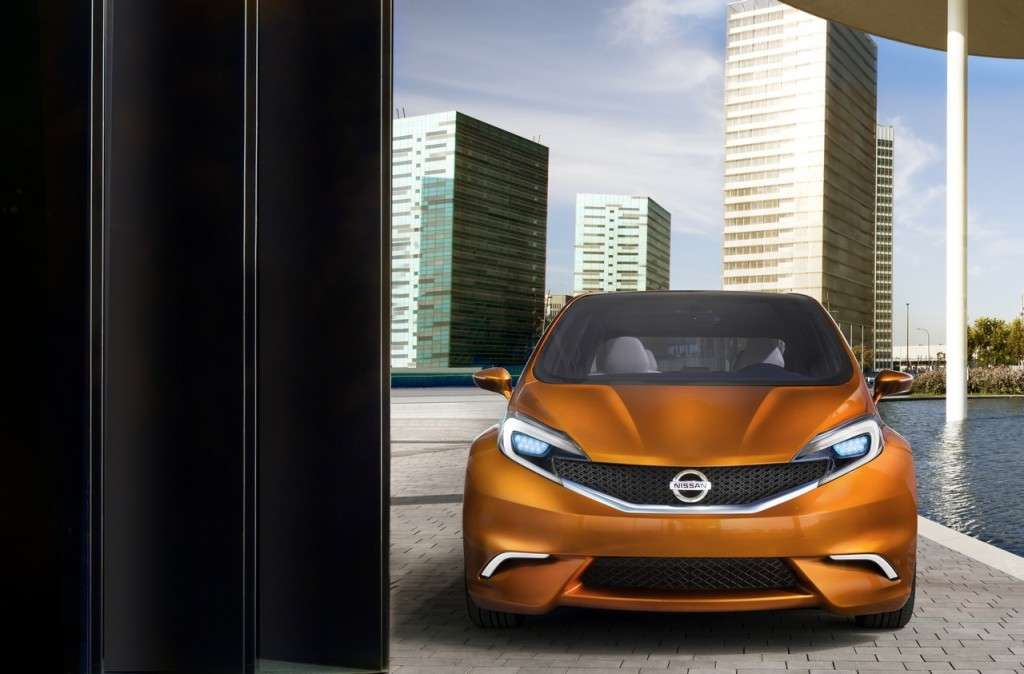 Nissan Invitation Concept vista da davanti