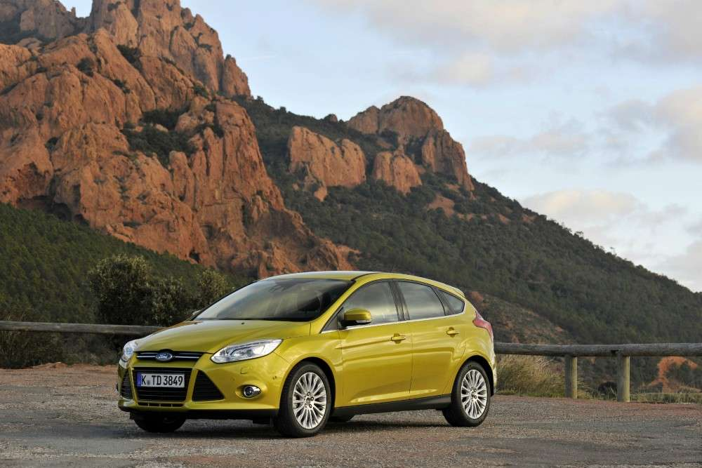 Ford Focus ECOnetic foto su strada (2)