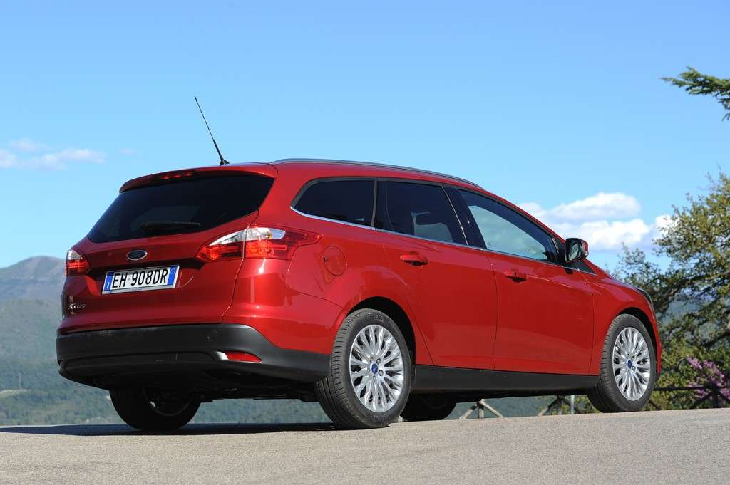 Ford Focus ECOnetic SW rossa