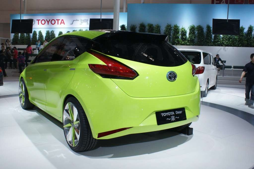 Toyota Dear Qin Hatchback posteriore