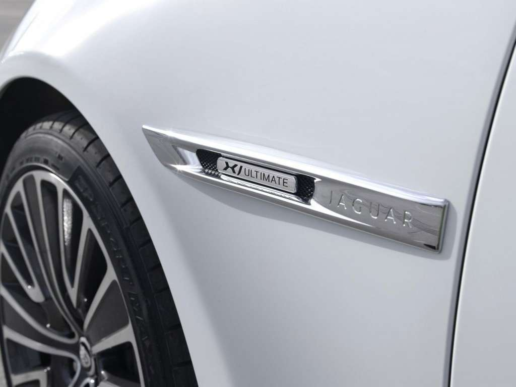Jaguar XJ Ultimate - badge