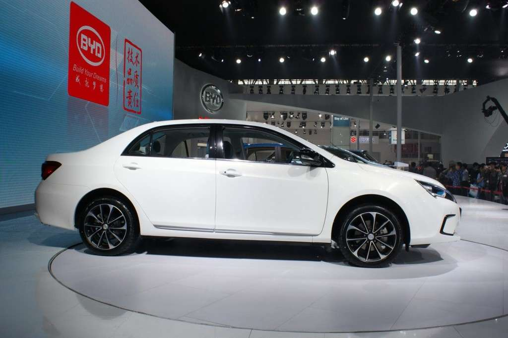 BYD Qin vista laterale