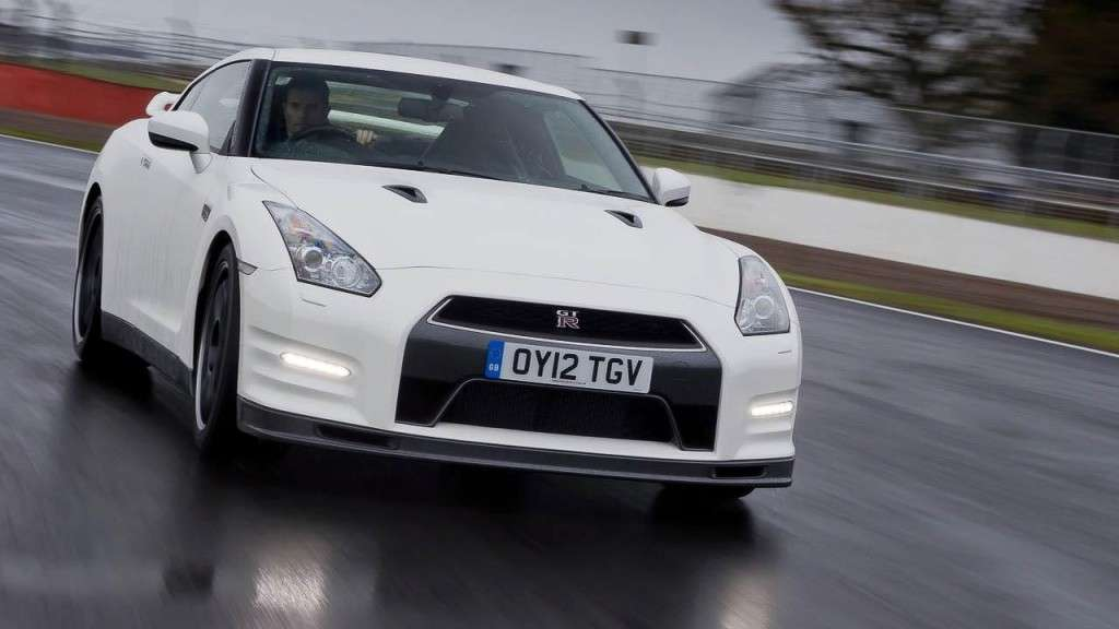 Nissan GT-R Track Pack anteriore