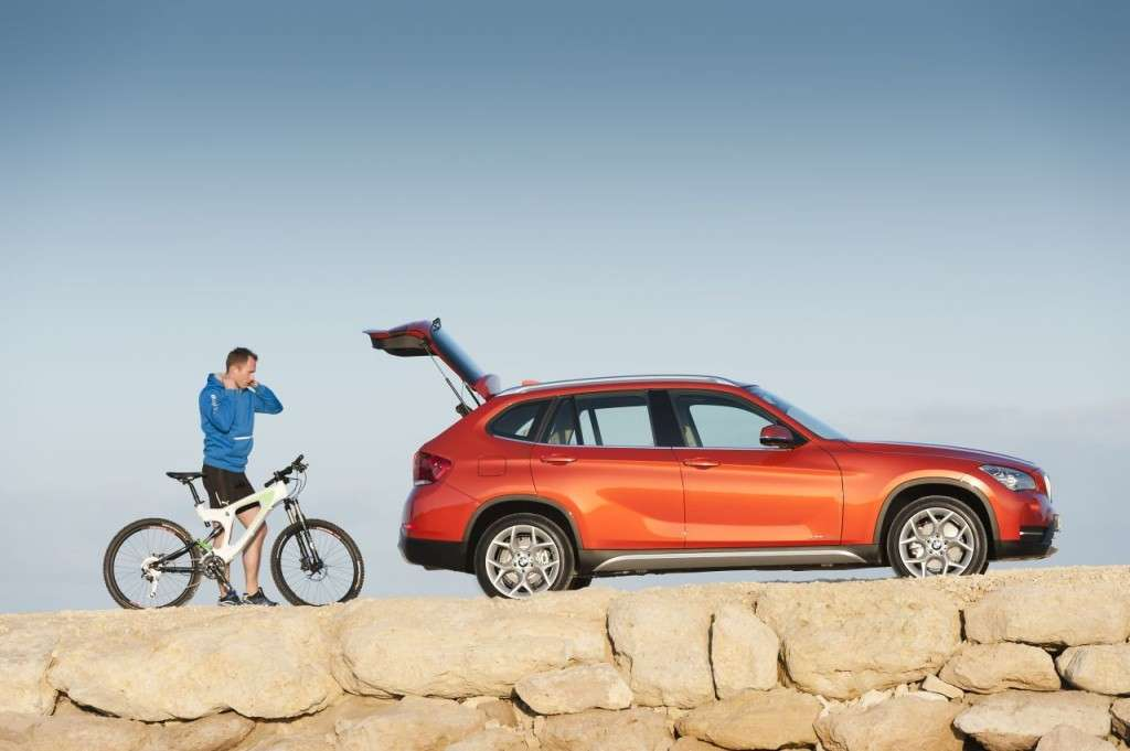 BMW X1 restyling - laterale bagagliaio aperto