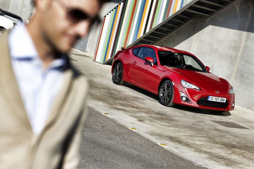 Toyota GT86 - laterale rossa (3)